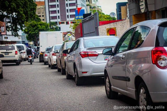 AP: Colas por gasolina aumentan en Venezuela