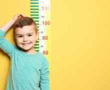 Alimentación y genes determinan estatura de los niños