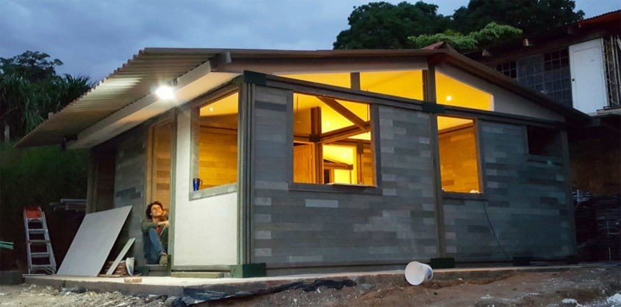 Casas de ladrillos plásticos, tipo LEGO – Autoconstrucción