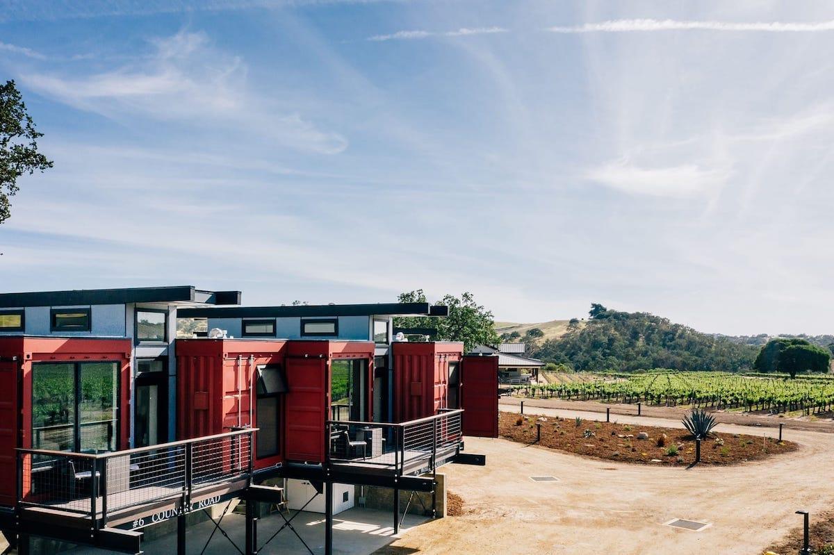Convierten en hotel 20 contenedores de transporte reciclados