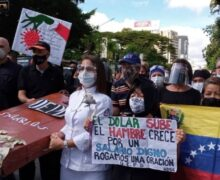 Docentes y enfermeras protestan por salarios dignos en Venezuela