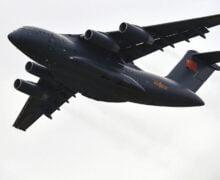 Exhiben avión militar chino Y-20B con 4 motores WS-20