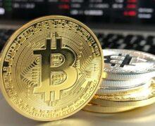 Monedas digitales pequeñas suben y Bitcoin se acerca a récord máximo