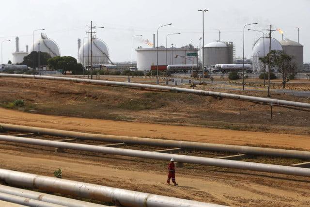 Venezuela desguaza oleoductos para venderlos como chatarra